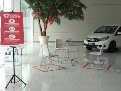 Mobil Honda Civic Warna Putih di Dealer Mobil Honda prima Harapan Indah
