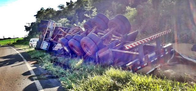 """Roncador: Mais um caminhão tomba na """"Curva do Cateto"""""""