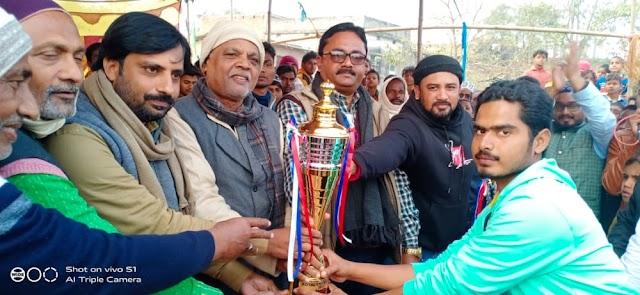 बसैठ में आयोजित रॉयल क्रिकेट क्लब टूर्नामेंट की विजेता बनी मिल्लत स्पोर्ट्स क्लब कुमरहुली