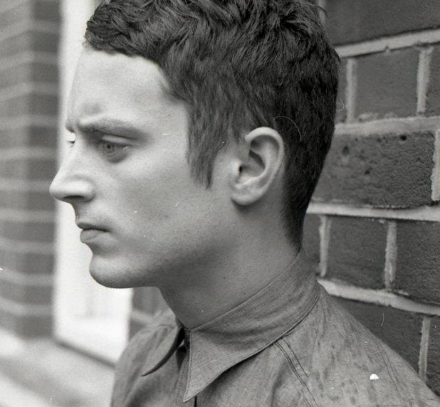 Elijah Wood net worth, height, wife, married, daniel radcliffe, back to the future, gay, sin city, lord of the rings, frodo, spy kids, come to daddy, hobbit, flipper, maniac