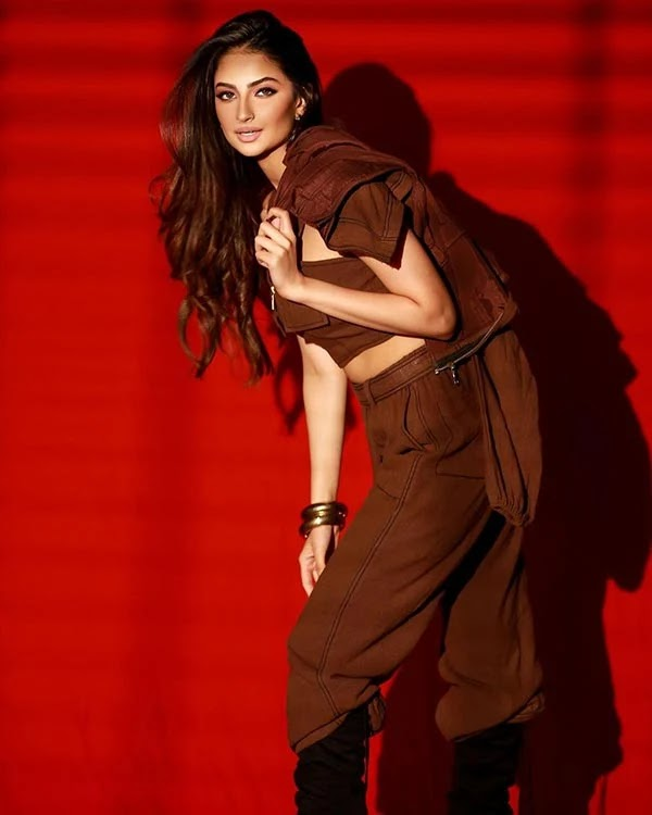 Palak Tiwari's style in this three piece attire wins fans - see latest photoshoot.