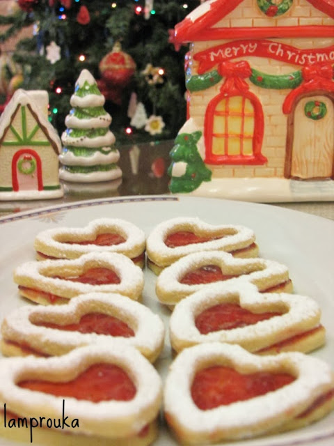 Χριστουγεννιάτικα μπισκότα με μαρμελάδα.