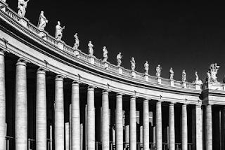 APA ARTI PERIBAHASA BANYAK JALAN MENUJU ROMA ?