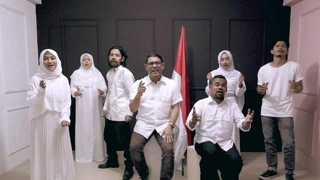 """M Nasir Djamil, Bg Ges dan Apache 13 Nyanyikan Lagu """"Jangan Leletdown"""", Lagu """"Nyeleneh""""."""