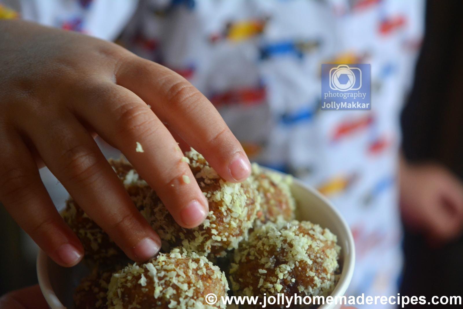 healthy date almond energy bites