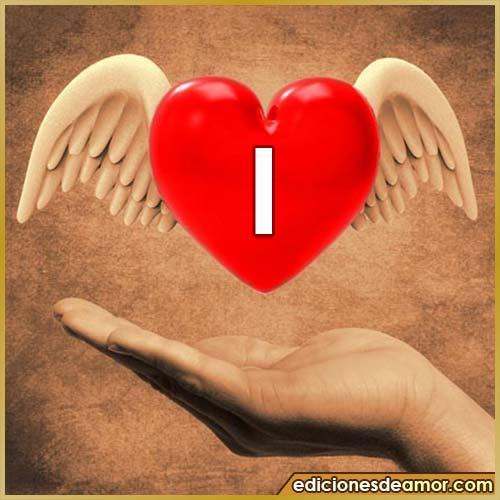 corazón con alas con letra I