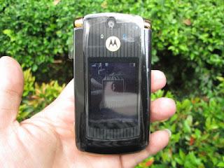 Hape Jadul Motorola RAZR2 V8 Flip Seken Mulus Kolektor Item