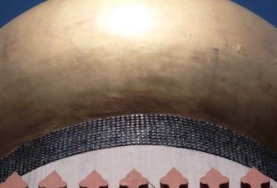 jejeran botol kecap menghiasi masjid