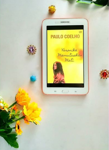 Book Review : Veronica Decides To Die