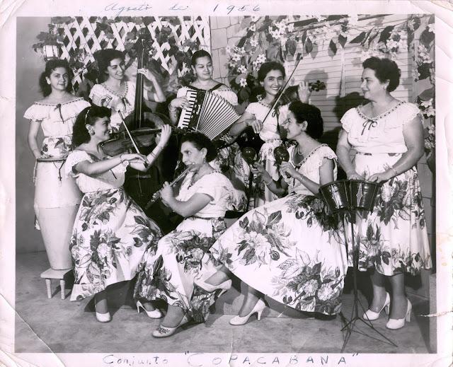 Orquesta Femenil Copacabana. Adelante, Lilia Canto Hernández, Juanita Lara Fóster, Margarita Pérez Romero y Alicia Escalante Barrera. Atrás, Socorro Ferrer, Lía Baeza Mézquita, Judith Pérez Romero y Yolanda Canto Pacheco, 1956
