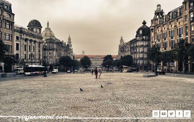 Avenida dos Aliados, Oporto, Portugal