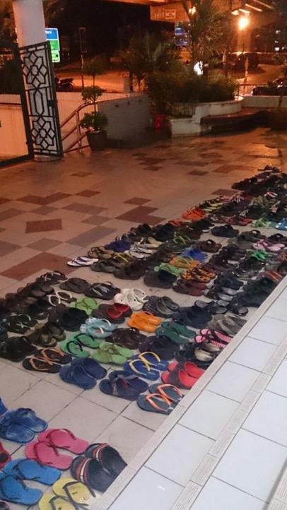 Inilah Insan Misteri Yang Gigih Susun Selipar Jemaah Di Masjid