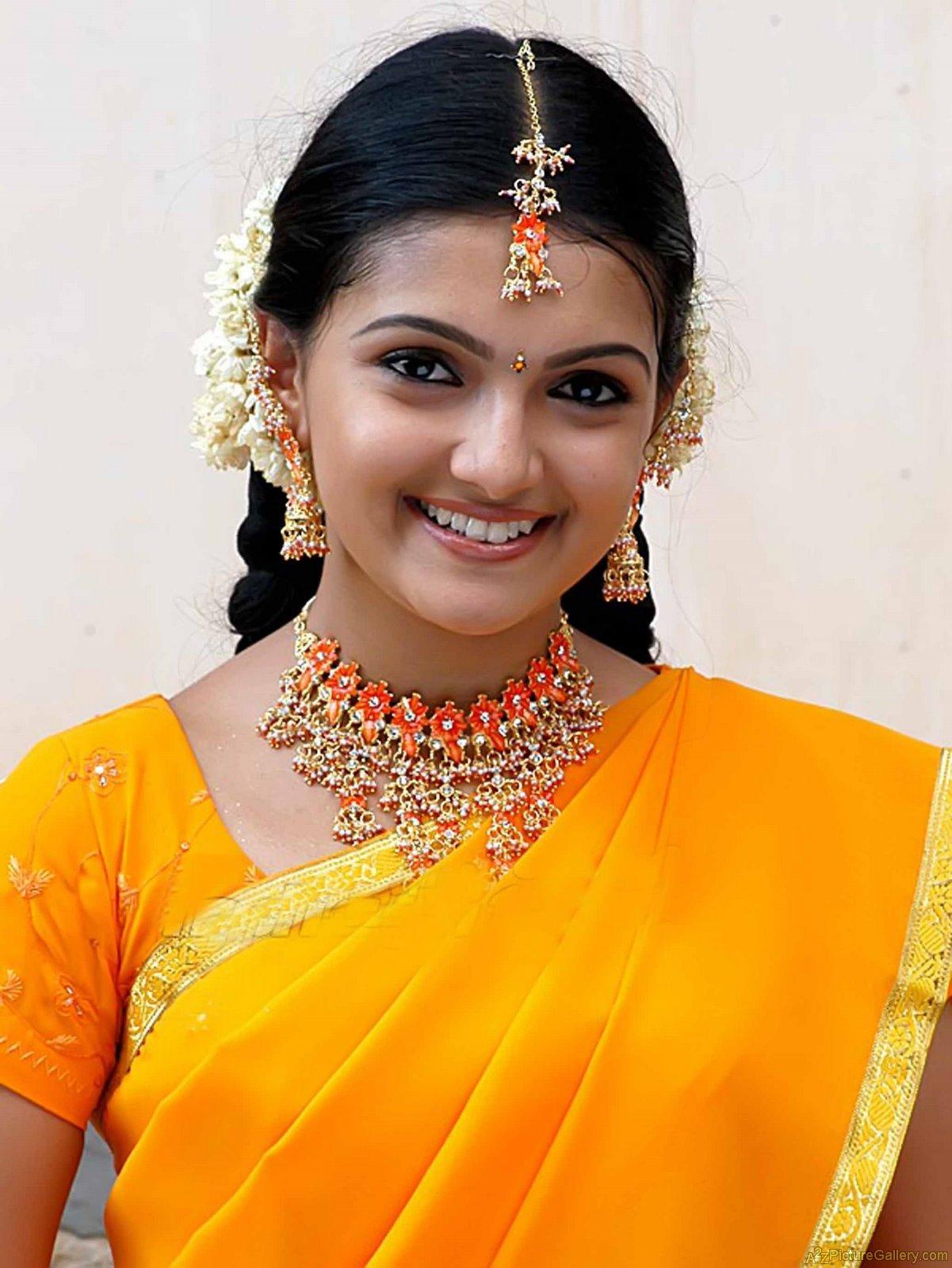 Tamil Hot Actress Hot Scene Saranya