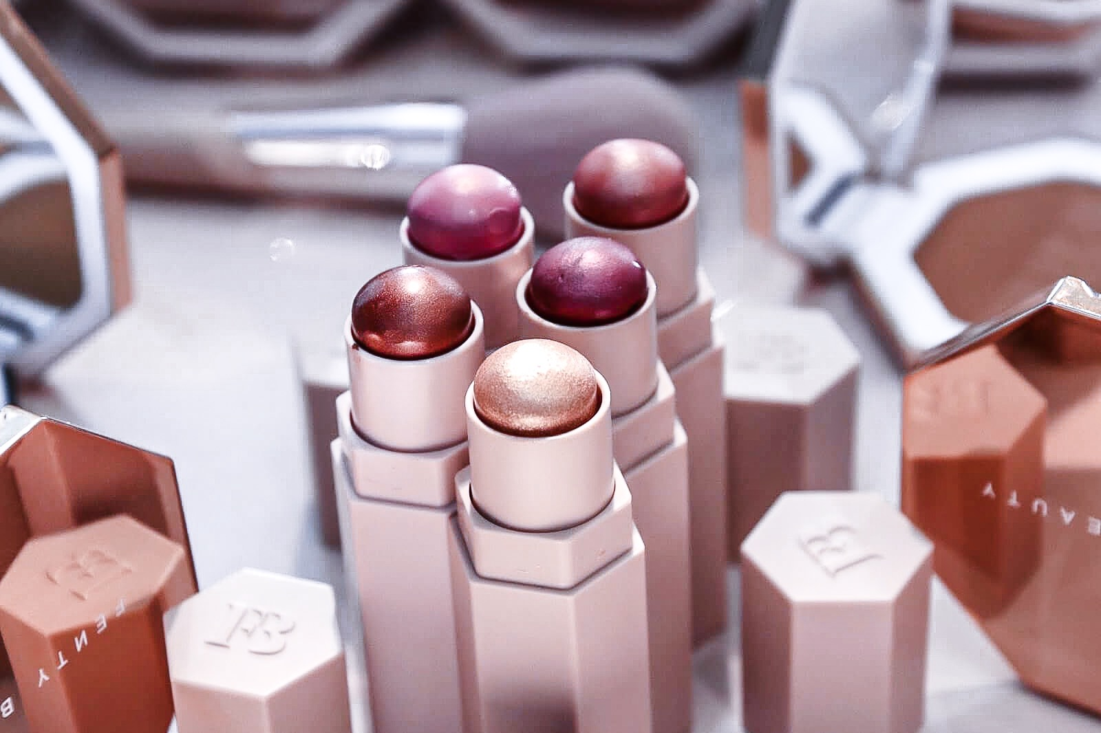 fenty-beauty-stick-highligter-nouvelles-teintes-automne-hiver-2019