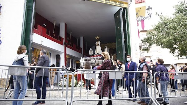 El alcalde de Málaga resta importancia a las colas frente a las casas hermandad