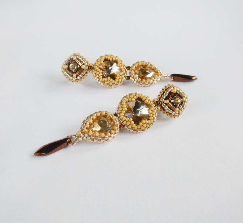 Kolczyki z kryształkami w kolorze szampańskim, beading i haft koralikowy