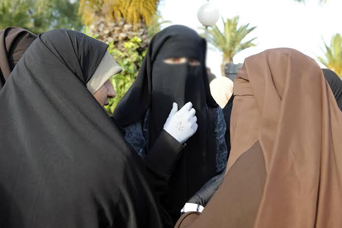 Jilbab Kewajiban Wanita Muslimah, Meluruskan Pandangan Prof. Quraish Shihab