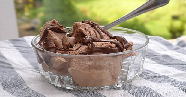 No-Machine Nutella Ice Cream Recipe