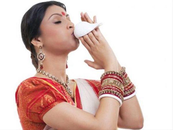 आखिर पूजा के समय क्यों छिड़का जाता है शंख से पानी, क्या है फायदे