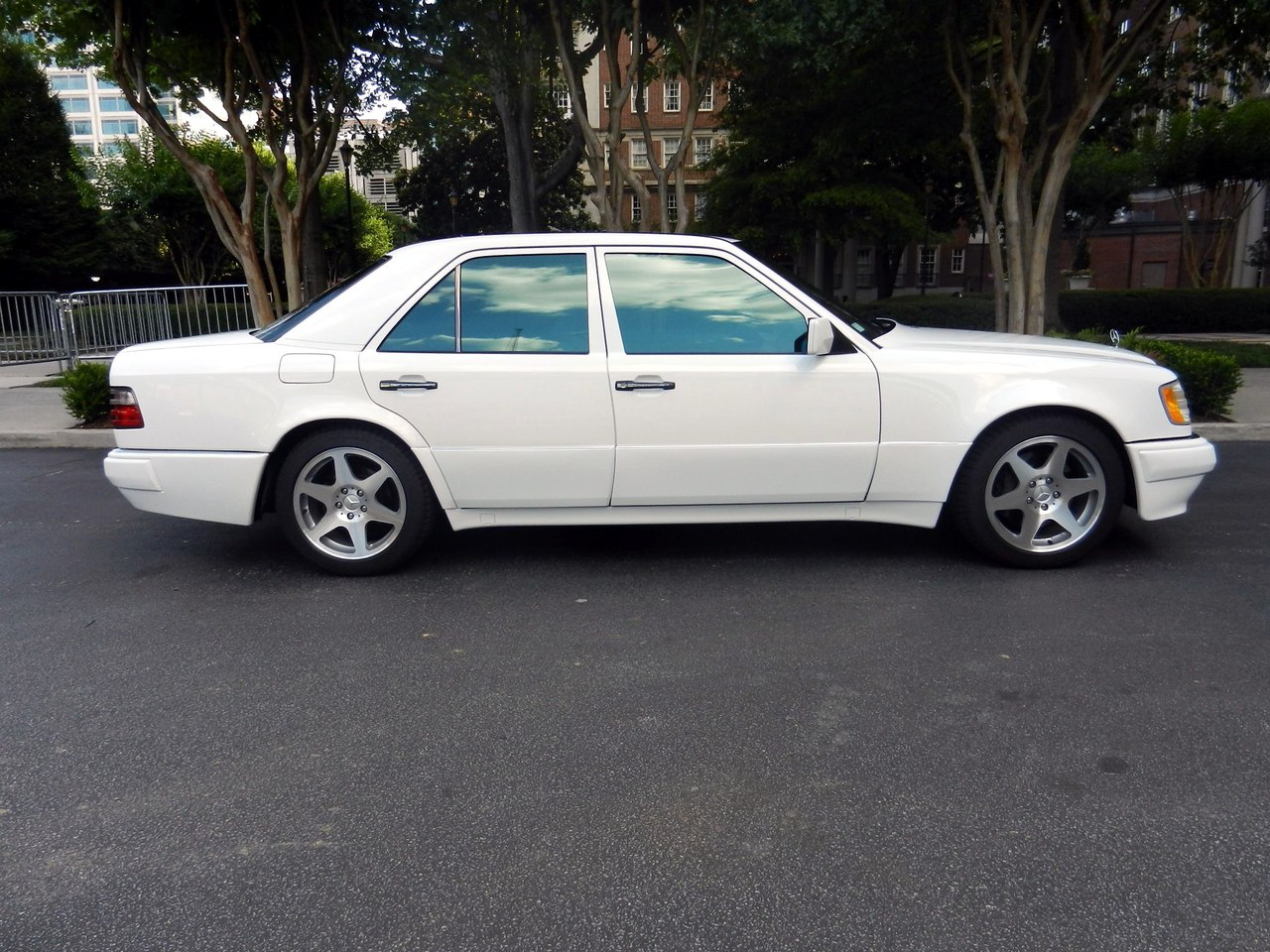 1994 mercedes benz e500 w124 white on evo wheels benztuning. Black Bedroom Furniture Sets. Home Design Ideas
