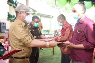 Kunjungi UMKM Pandai Besi Sitampurung, Bupati Taput fasilitasi Akte Notaris