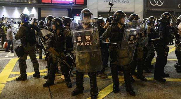 Bersiap Hadapi Demonstran, Polisi Hongkong Berjaga di Bandara