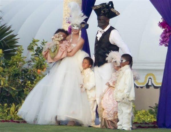 White trash wedding dress - 10 ways to get unique wedding ...  White Trash Wedding Guests