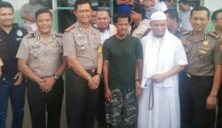 Tersangka Kasus Pencoretan Bendera Merah Putih Hari ini Dibebaskan - Commando