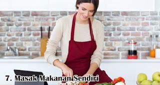Masak Makanan Sendiri merupakan salah satu tips mudah kelola keuangan jelang lebaran