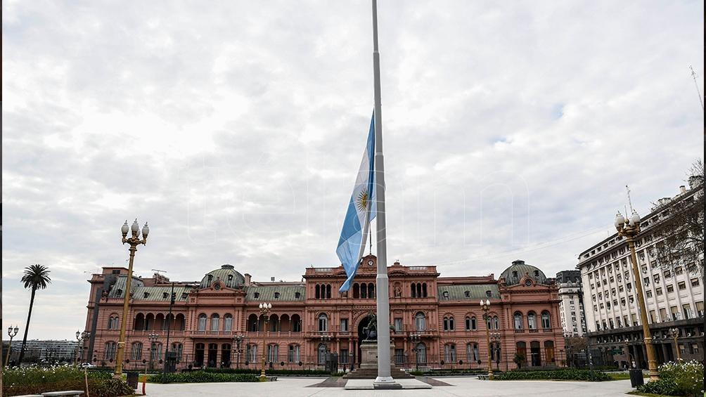 """El Presidente decreta tres días de duelo por la muerte de Menem y expresa """"profundo pesar"""""""