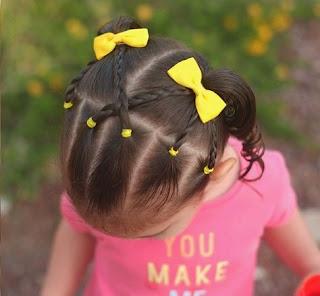peinado con trenzas y moños amarillos