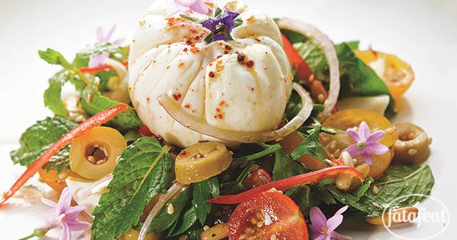 طريقة عمل سلطة البيض مع الزيتون ودقة الزعتر - مطبخ فتافيت