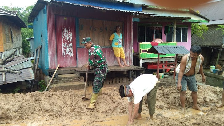 Tim Gabungan Kodim Jeneponto, Berjibaku Evakuasi Korban Banjir dan Tanah Longsor Sampai Dini Hari
