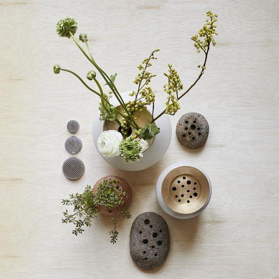 Merangkai Bunga Gaya Jepang disebut ikebana