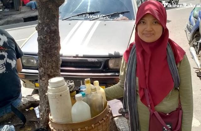 Berkah bagi Penjual Jamu Gendong di Tengah Wabah Virus Corona