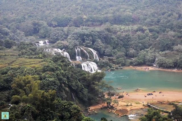 Vistas de la cascada Ban Gioc desde la pagoda