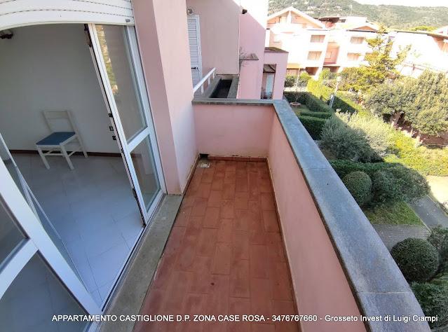 Balcone del soggiorno, Castiglione-della-Pescaia, case rosa, appartamento trilocale