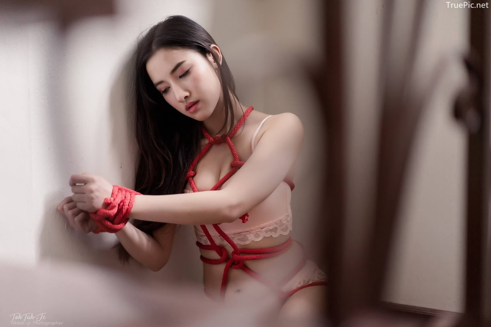 Thailand sexy model Ploywarin Tippakorn - Escape from captivity - Picture 1