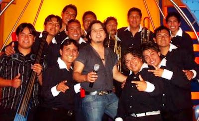 Foto de Marco Antonio y su Orquesta sonriendo