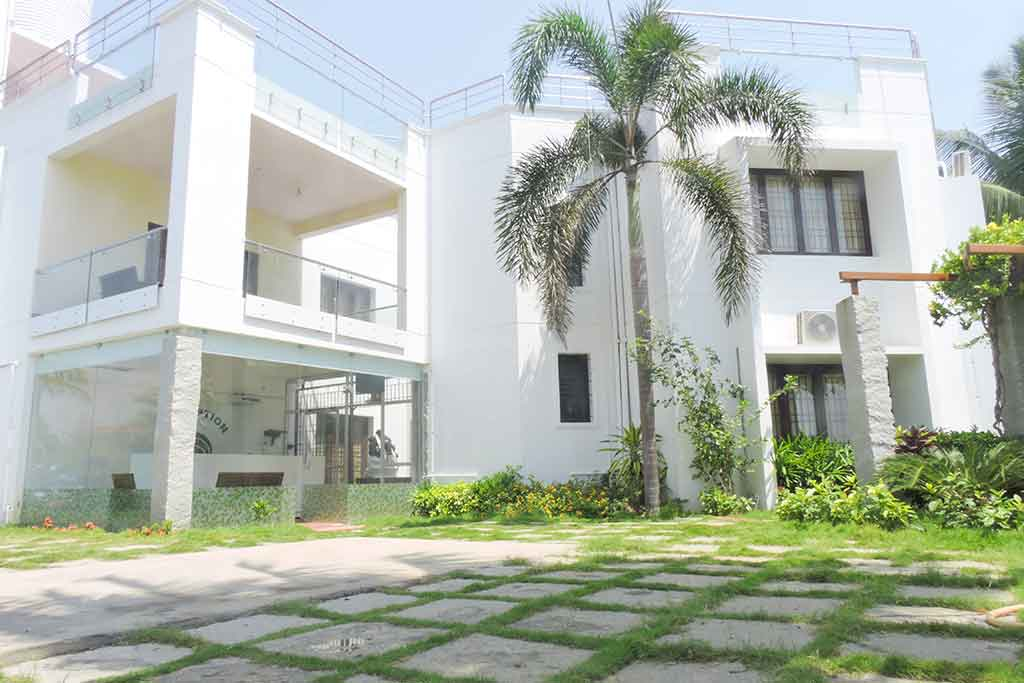 luxury beach villa for rent in ecr