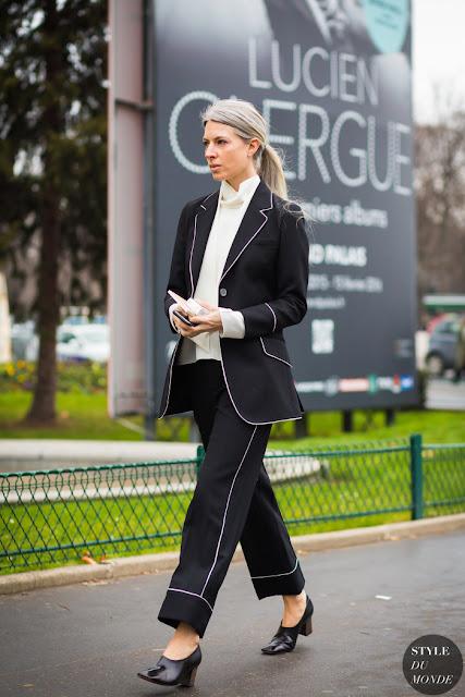 Traje pantalón negro con ribetes blancos street style