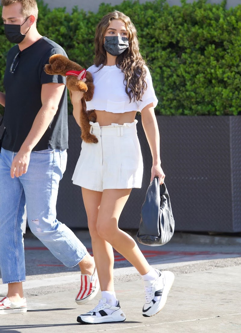 Olivia Culpo Clicked Outside with Her Dog in Beverly Hills 8 Apr-2021