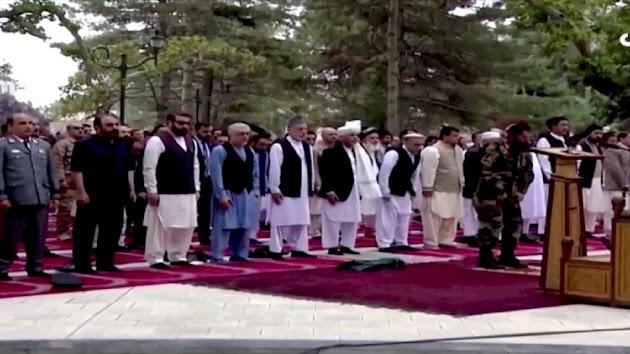 Detik-detik Roket Mendarat di Dekat Istana Kepresidenan Afghanistan Saat Salat Idul Adha, Kendati Demikian, Shalat Tetap Berjalan Dengan Khusuk di Tengah Suara Ledakan