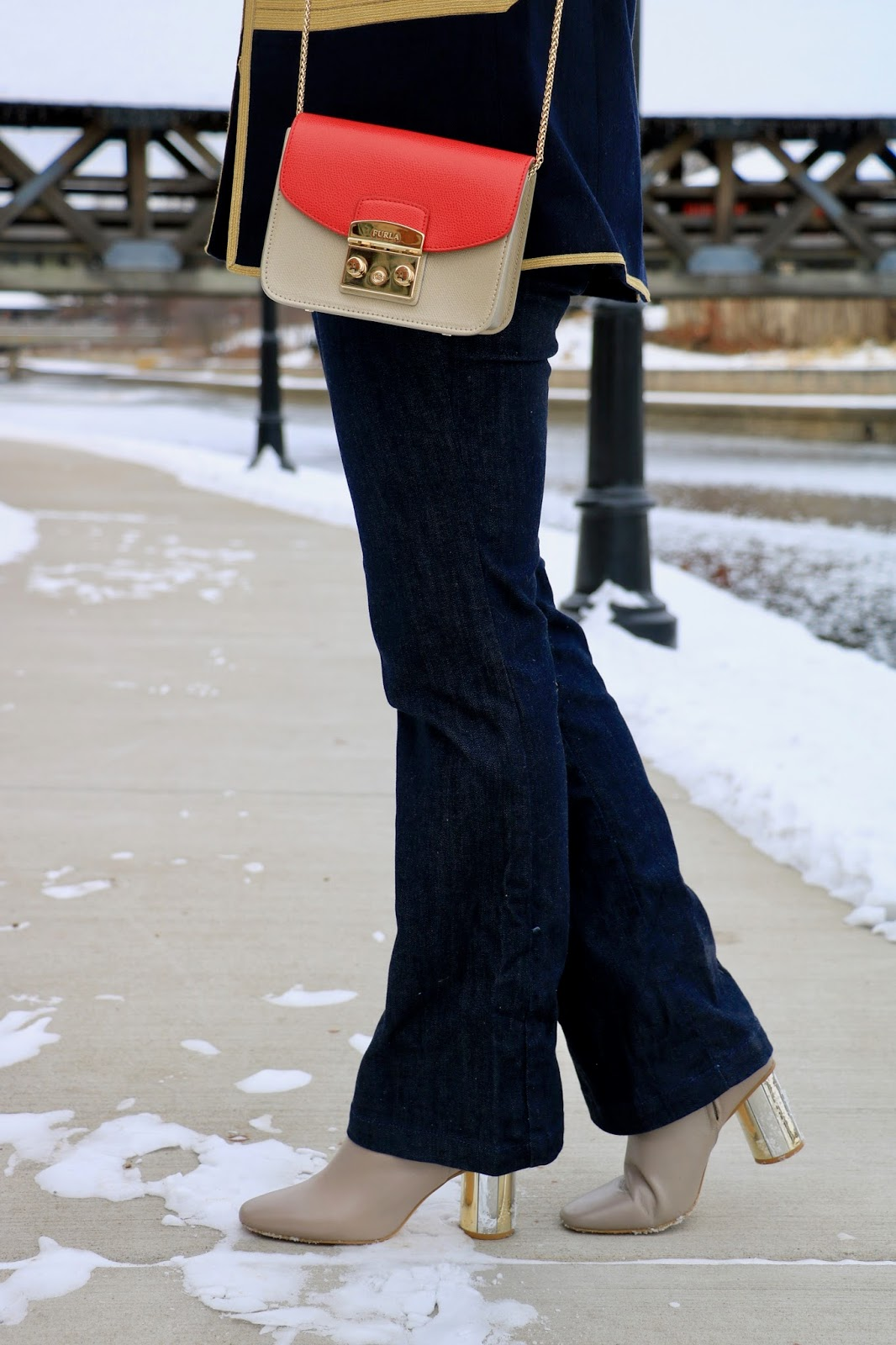 Nyc fashion blogger Kathleen Harper wearing bootcut jeans