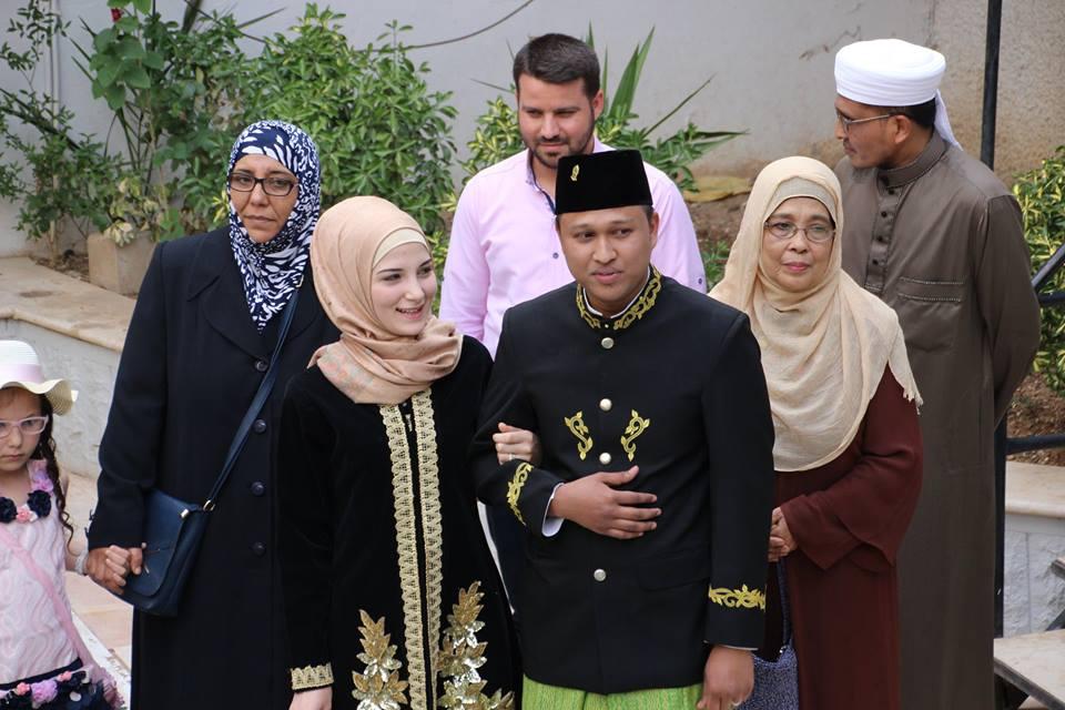 Hasil gambar untuk Munawar Juanan Raden dan Douha Muawiyah Kharraji