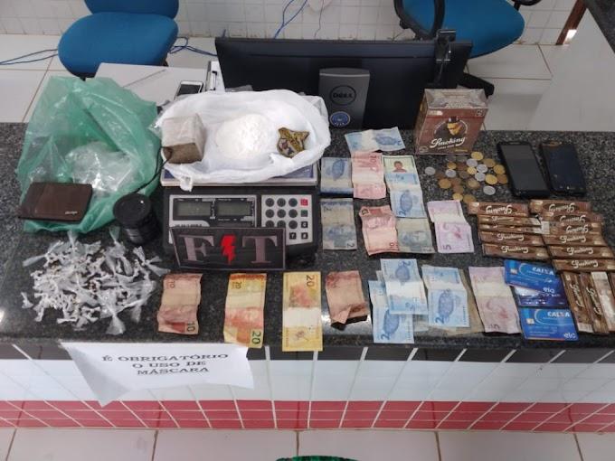 EQUIPE DA FORÇA TÁTICA DO 16º BATALHÃO PRENDE INDIVÍDUO EM FLAGRANTE POR TRÁFICO DE DROGAS NO BAIRRO AREAL.