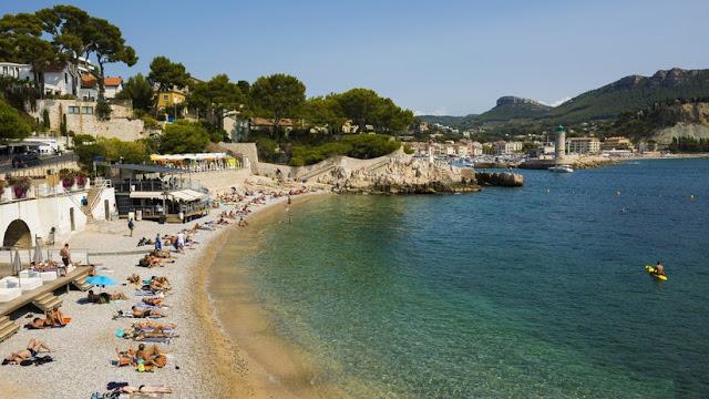 """""""Injusto e intolerable"""": un experimento social revela casos de racismo en playas de la Costa Azul francesa"""