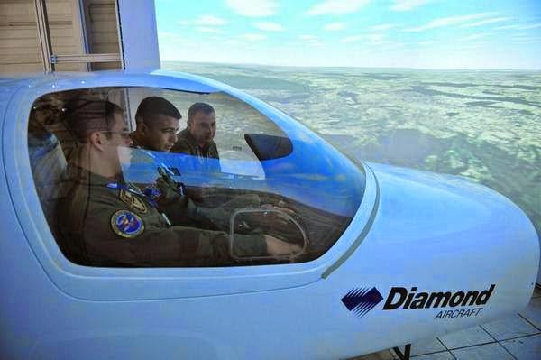 Pilotos Venezolanos en simulador de Diamond Aircraft