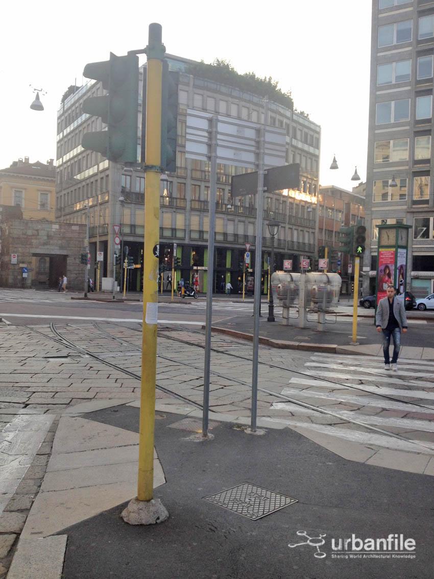 Urbanfile milano zona porta nuova piazza cavour una for Arredo urbano in inglese