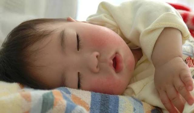 12 Penyebab dan Cara Mengatasi Bayi Susah Tidur Malam Hari